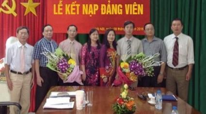 Chi bộ Các cơ sở Miền Bắc tổ chức lễ kết nạp đảng viên mới